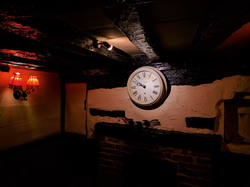 White Horse, Longford, Pub Clock