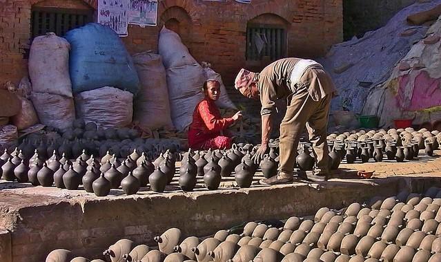 NEPAL , Bhaktapur, Tempel , Pagoden usw. , Töpfermarkt und - handwerk, 16448/8773