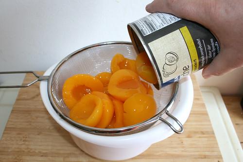 08 - Pfirsiche abtropfen lassen / Drain peaches