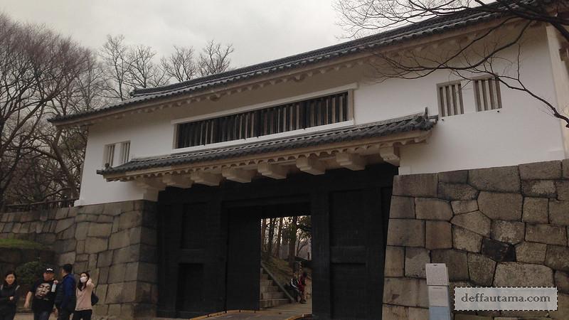 2 Hari Keliling Osaka - Otemon Gate