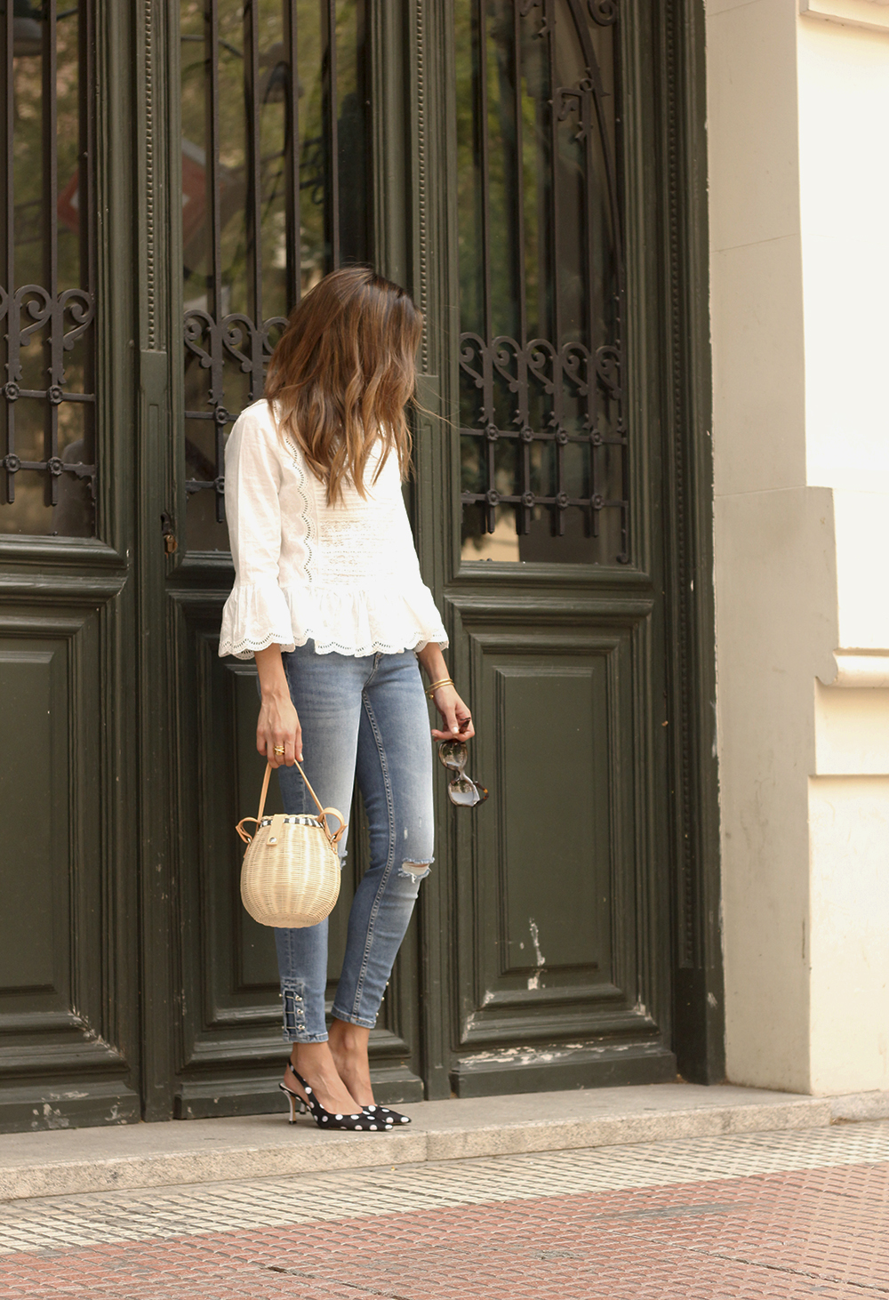 polka dot kitten heels white blouse ripped jeans outfit girl style fashion01