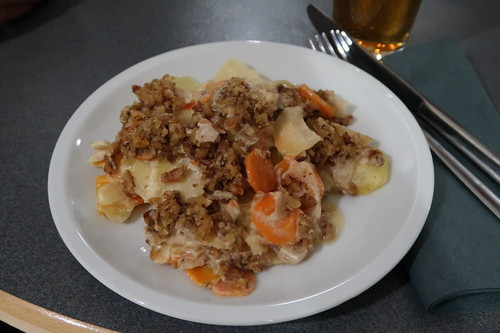 Veganer Kartoffelauflauf mit Nusskruste (mein Teller)