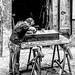 Artigiano a lavoro nei pressi di Ballarò