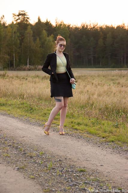 Golden Heels Gucci Heels Cobblerina Bag Esprit Jakku Hame OOTD Fashionblogger Finland Fashion styleblogger tyyliblogi päivän asu outfit keltainen pitsitoppi Espritin hame pukeutuminen muoti tyyli bloggaaja Pohjois- Karjala