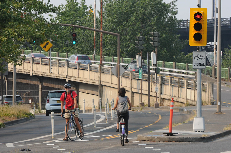New bike signal Davis and Naito-12.jpg