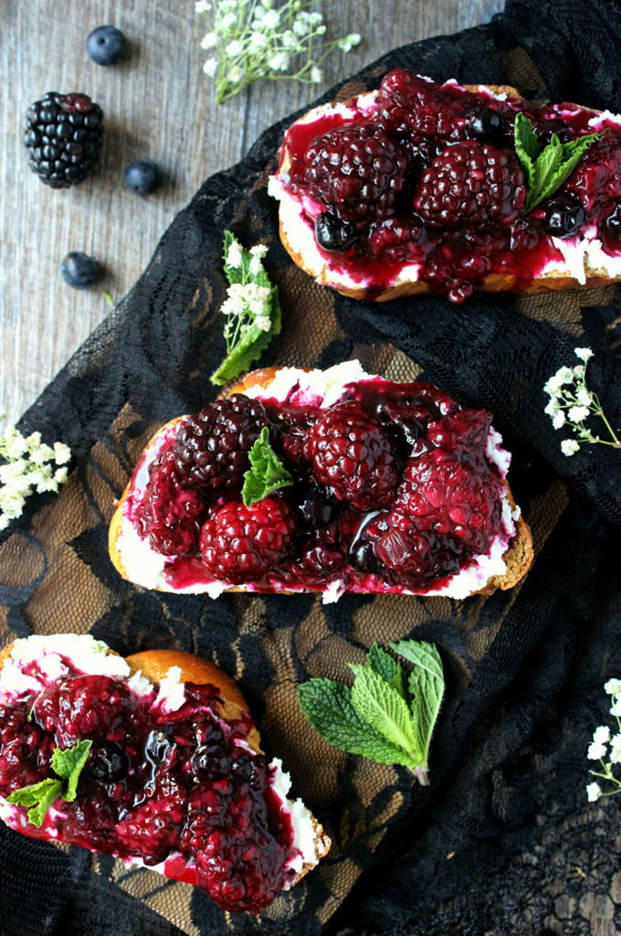 Blackberry-Toasts-Overhead-3-700x1054