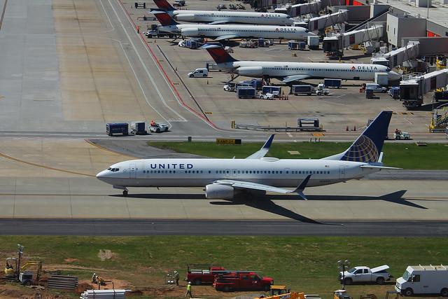 United N38451: Boeing 737-900