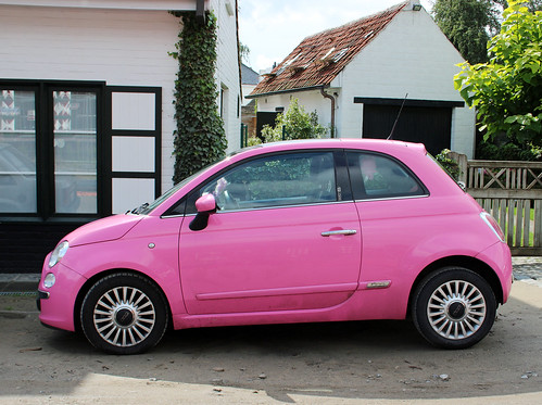 pink Fiat car