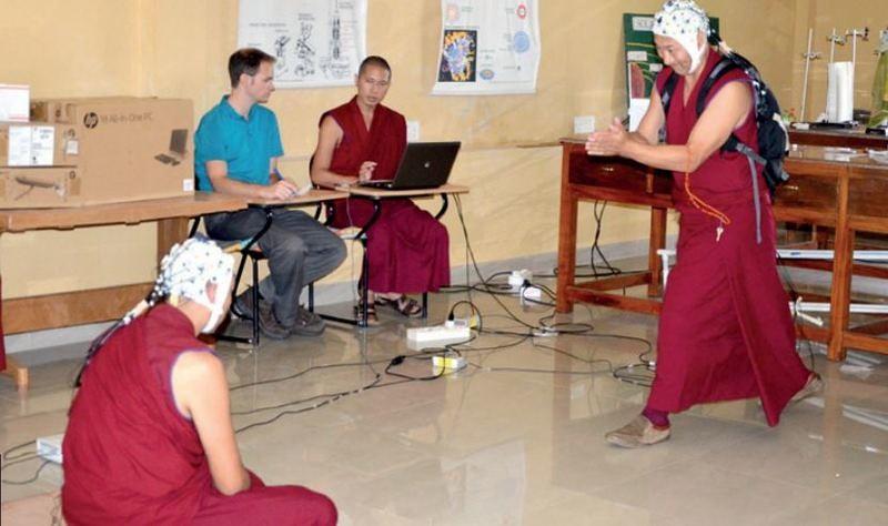 Penelitian terhadap aktivitas otak pada para bhiksu yang sedang berdebat.