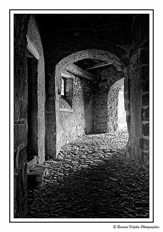 Abbaye de Lavaudieu - Passage encaladé