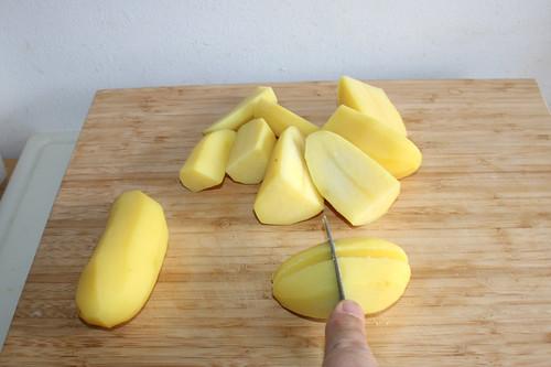 32 - Pellkartoffeln grob zerkleinern / Hackle boiled potatoes