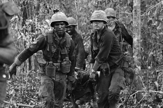 TAY NINH 1967 - Carrying Wounded Comrade