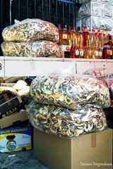 Продажа сухих грибов и алкогольных напитков