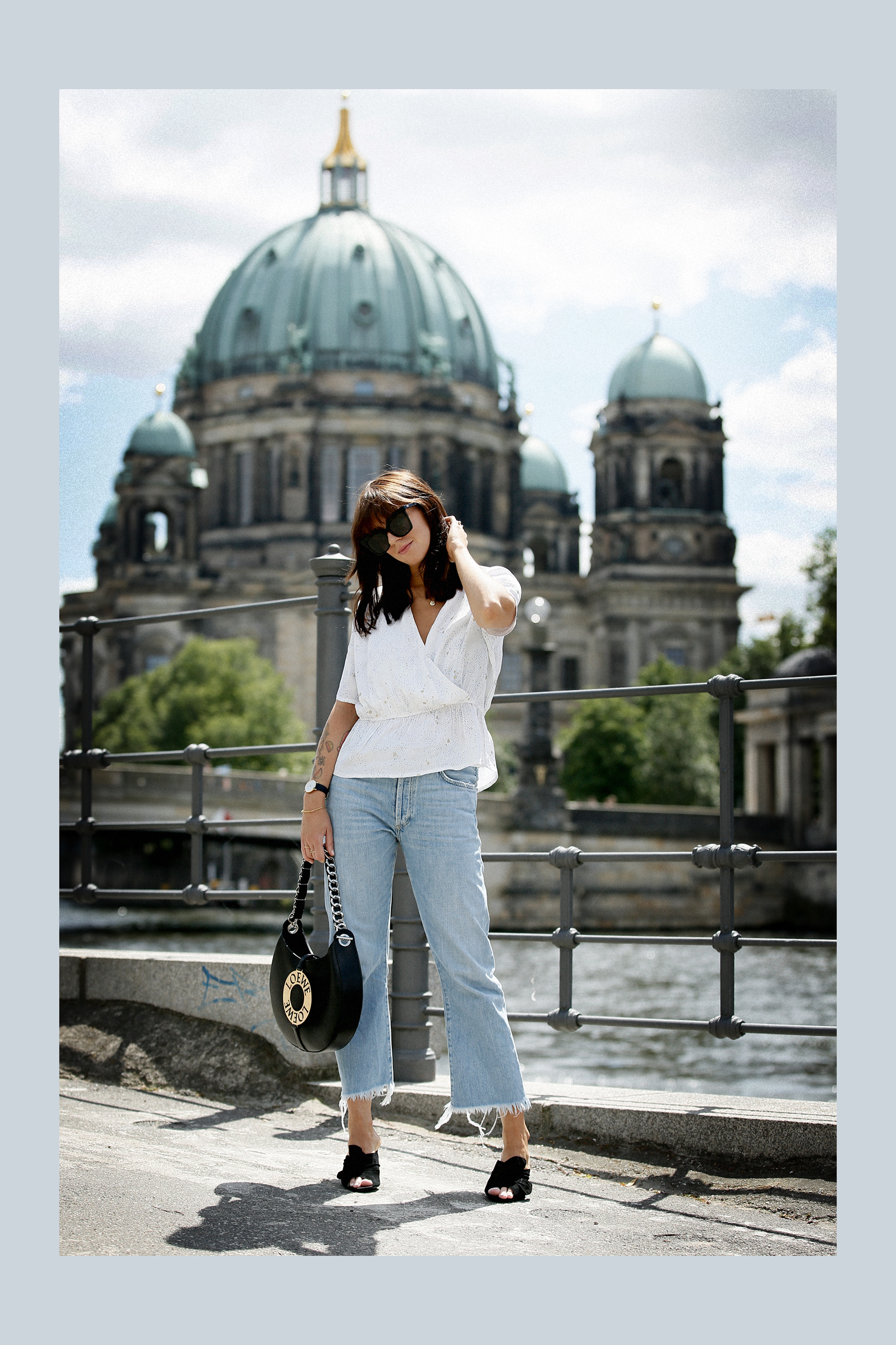 outfit berlin dom museumsinsel denim white blouse parisienne mbym jeanne damas style bangs brunette chic look outfitblogger breuninger loewe joyce bag mcm sunglasses summer german fashion blogger cats & dogs modeblog ricarda schernus max bechmann foto 8