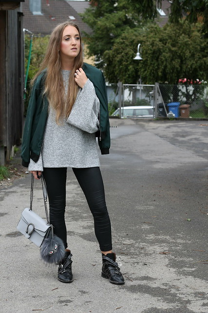 bomber-jacket-and-studded-boots-whole-look-wiebkembg