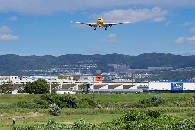 Itami Airport 2017.8.3 (21) JA743A / C-3PO ANA JET (B777-200)