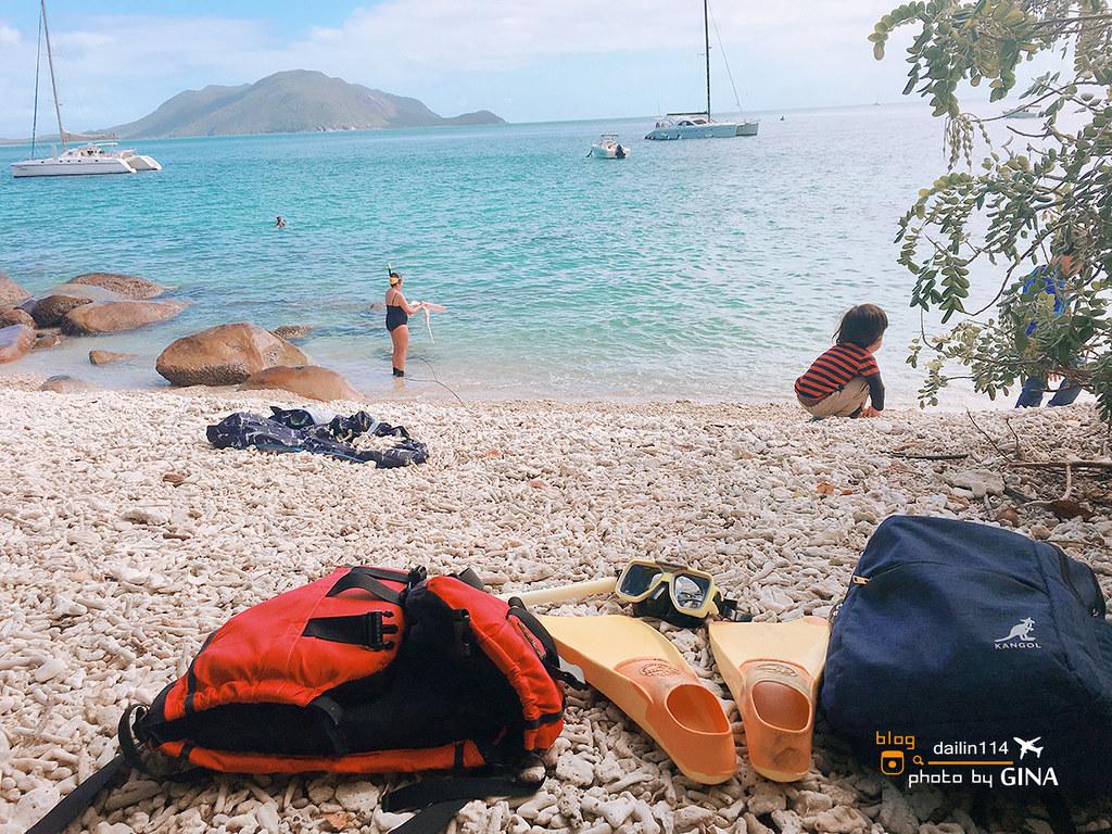 【凱恩斯景點】翡翠島貝殼沙灘(Fitzroy Island)推薦很美|大堡礁浮潛玩沙看魚|海上玻璃船觀光體驗|水上活動包含獨木舟劃船、立槳衝浪劃船、海上蹦床一次滿足 @GINA LIN
