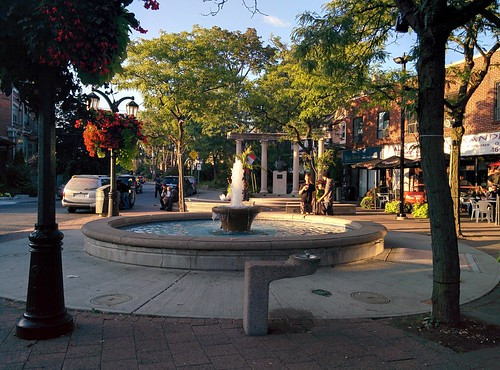 Fountain #toronto #thedanforth #greektown #alexanderthegreat #statue #alexanderthegreatparkette #fountain