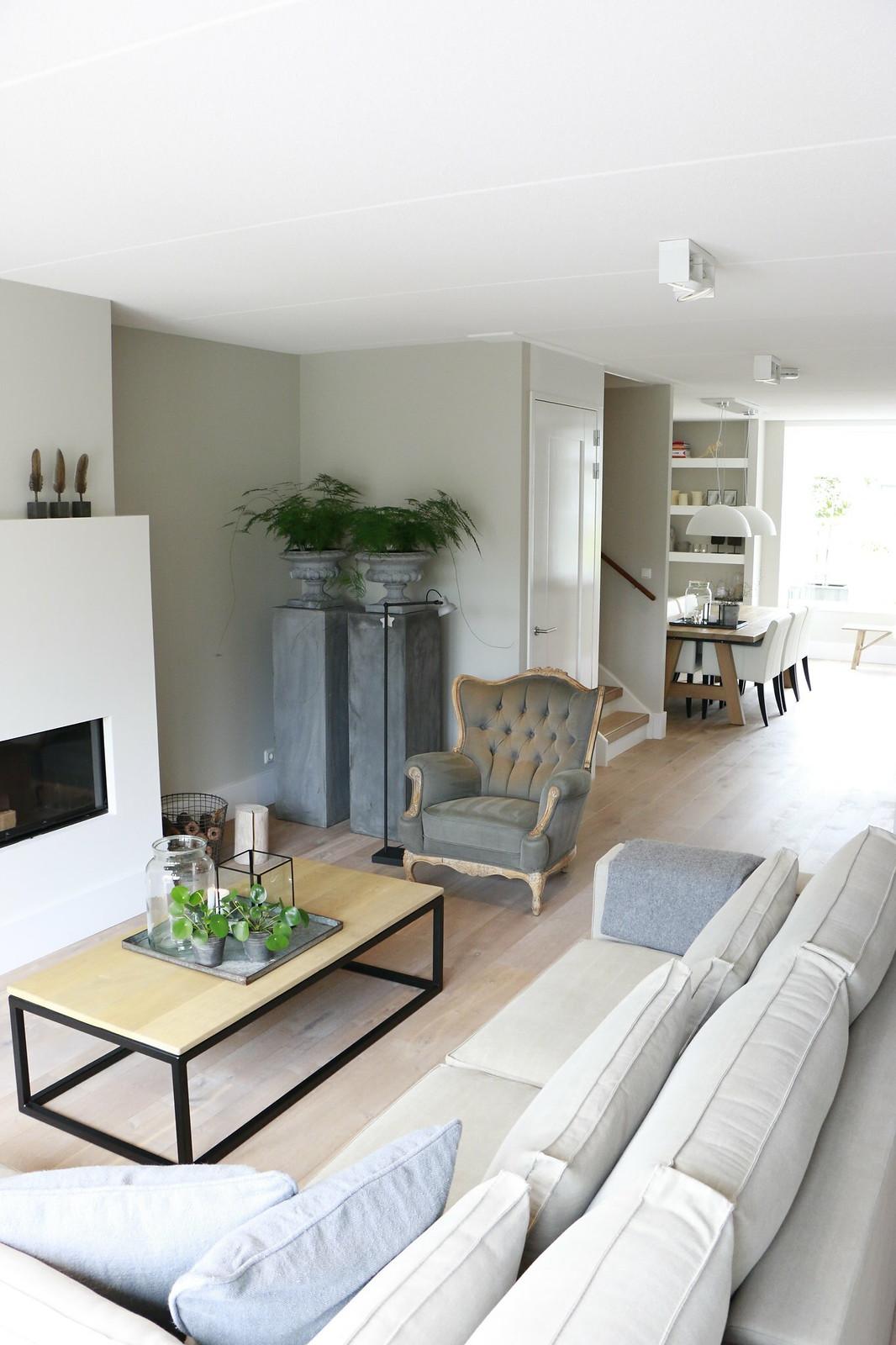 Simple woonkamer strak landelijk with strak interieur for Huis gezellig maken