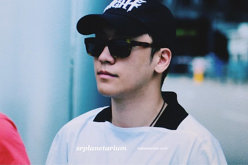Seungri Arrival from Bali 2017-08-14 (27)