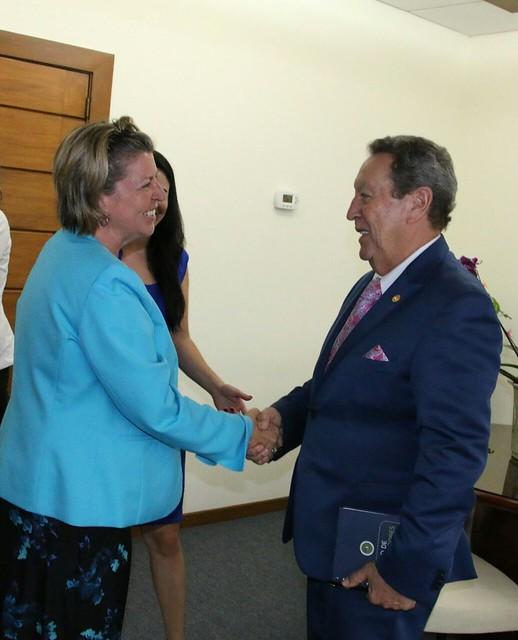 Secretario General del SICA, Vinicio Cerezo recibe visita de cortesía de la embajadora de Canadá en El Salvador