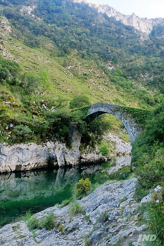 старинный мост Puente la Vidre