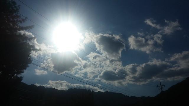 뜬구름 가득한 가을 하늘