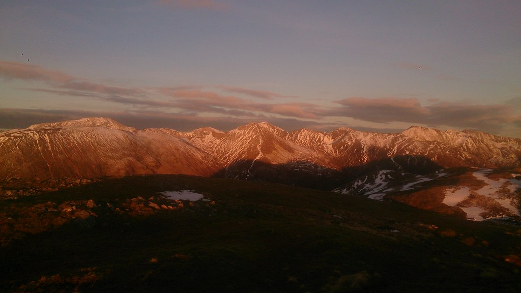 Glowing Mamores from Mam nan Gualainn