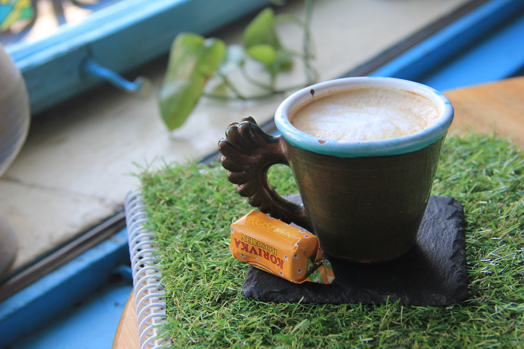 Coffee with fir tree syrup and some fudge, Yolka Bar