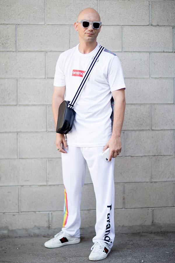 白Tシャツ×白パンツ×GUCCI白スニーカー