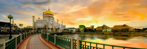brunei darussalam bandarseribegawan bruneidarussalam bsb sunrise landscape cityscape mosque temple religion faith panorama panoramic water reflection sky clouds gold islam muslim islamic asia