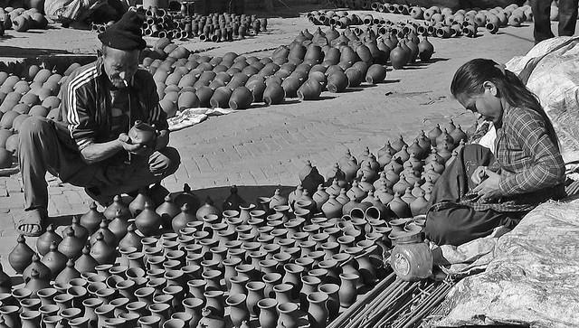 NEPAL , Bhaktapur, Tempel , Pagoden usw. , Töpfermarkt und - Handwerk, 16440/8768