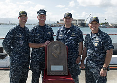 Adm. Scott Swift presents the Arleigh Burke Fleet Trophy, Aug. 30 (U.S. Navy/MC2 Shaun Griffin