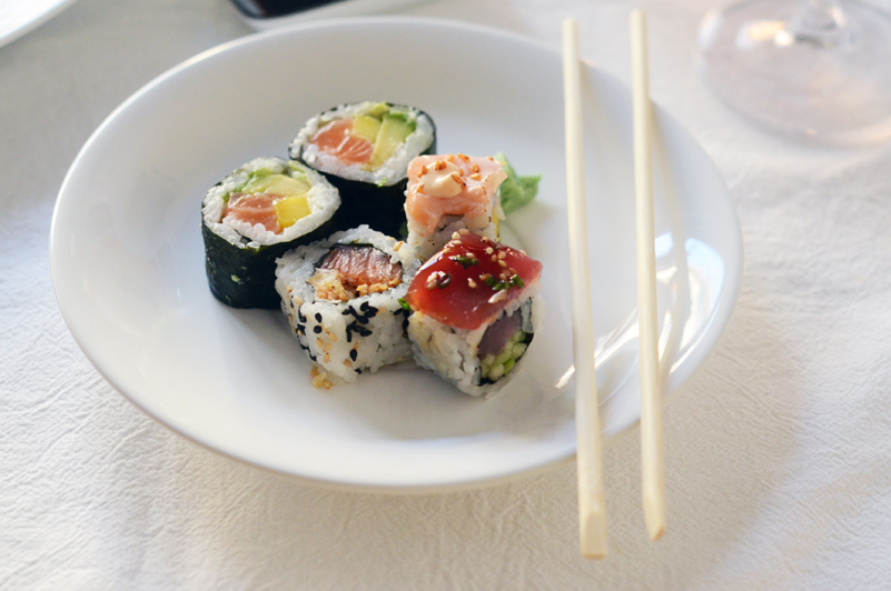 Sushi e vinho rosé