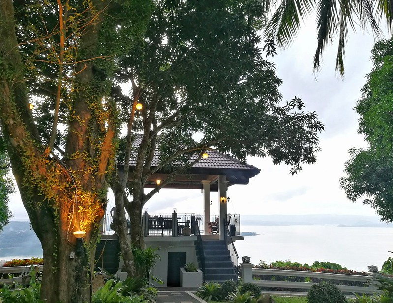 viewdeck and dining area lights | www.wearejuanderers.com