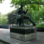 Heinrich-Heine-Denkmal im Volkspark am Weinbergsweg