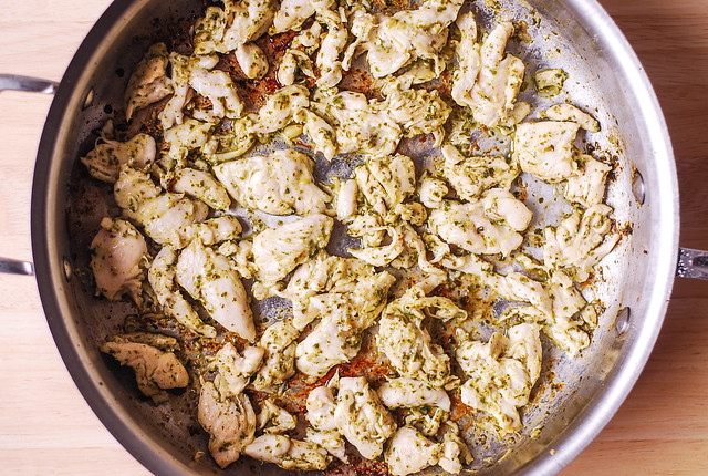 pesto chicken, how to cook pesto chicken, chicken pasta