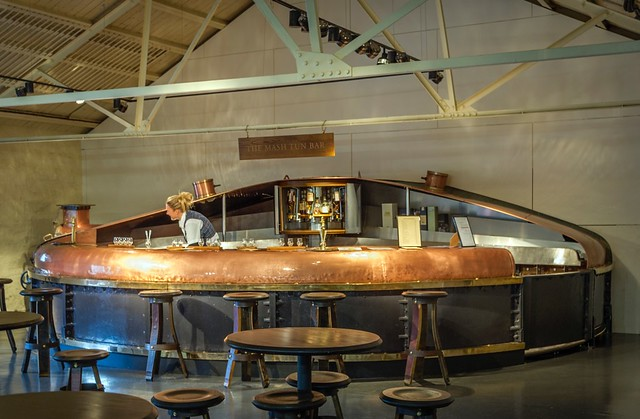 _WCB1890 Blair Athol Whisky Distillery bar