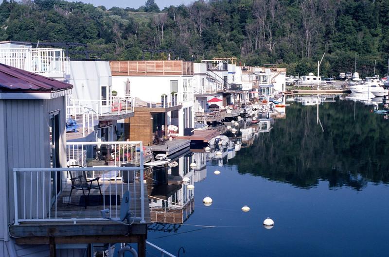 Bluffers Marina Houseboats Two
