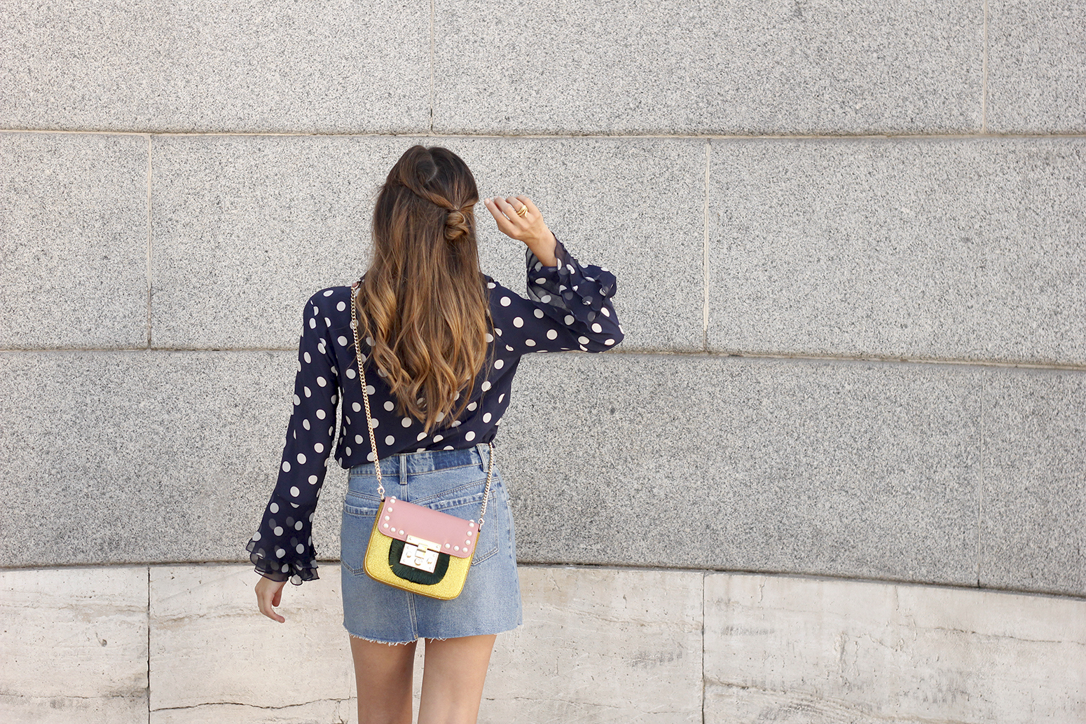 Polka dots shirt uterqüe bolso denim skirt girl outfit fashion14