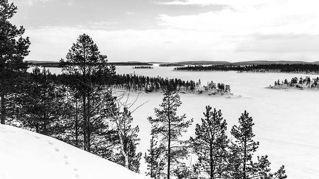 Frozen Lake Inari viewed, Pentax K-30, Sigma 18-200mm F3.5-6.3 II DC HSM