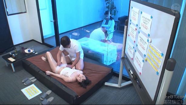 Loạn luân Cha dượng massage cho con gái yêu