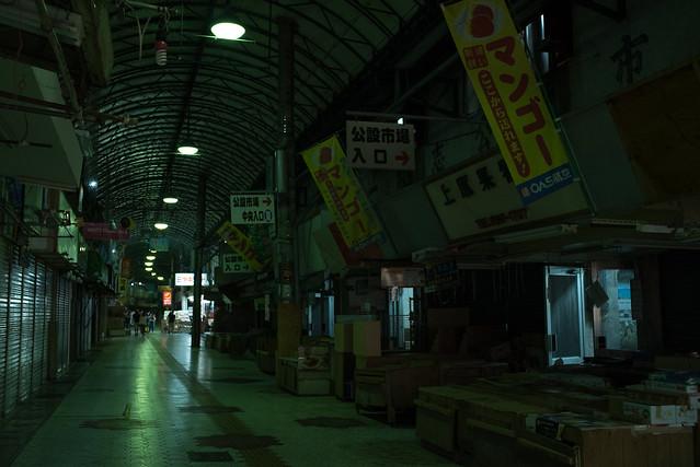 夜の牧志公設市場外。那覇 Naha, Okinawa, 09 Aug 2017 -00175