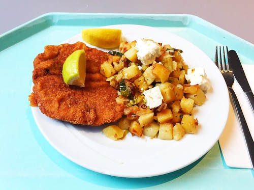"""Pork escalope """"Vienna style"""" on roasted potatoes with leek & feta / Schweineschnitzel Wiener Art an Kartoffelgeröstel mit Lauch & Schafskäse"""