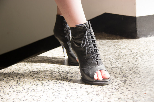 OOTD Outfit Helsinki DKNY Lindex röyhelötoppi korkokengät Bronx kengät blogi lifestyle tyyli muoti blogi bloggaaja