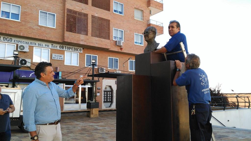 El Busto del Dr. Viera ha sido colocado nuevamente esta mañana en la plaza que lleva su nombre