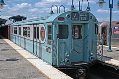 US NY NYC Subway Woodside Station, Flushing Line - R-33