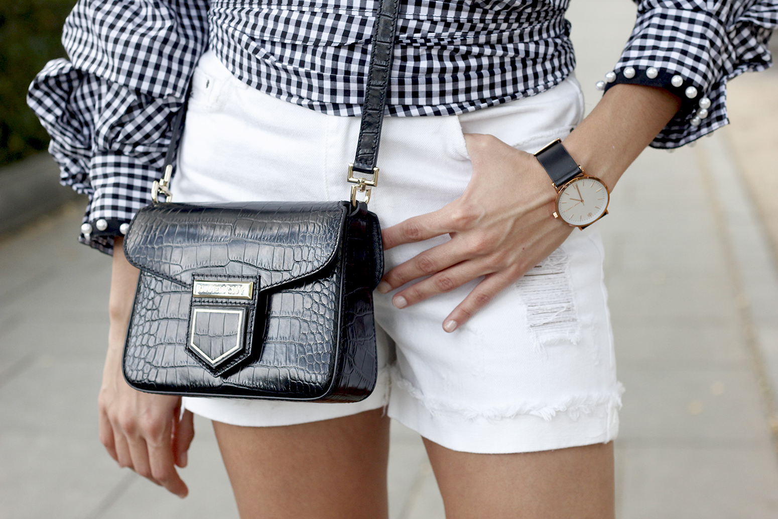 shirt with vichy print and pearls white short givenchy bag nude heels summer girl outfit04