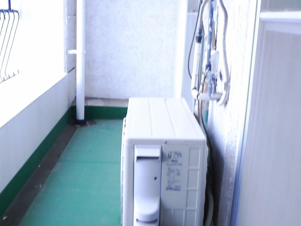 リノベーション前・ベランダと洗濯機置場
