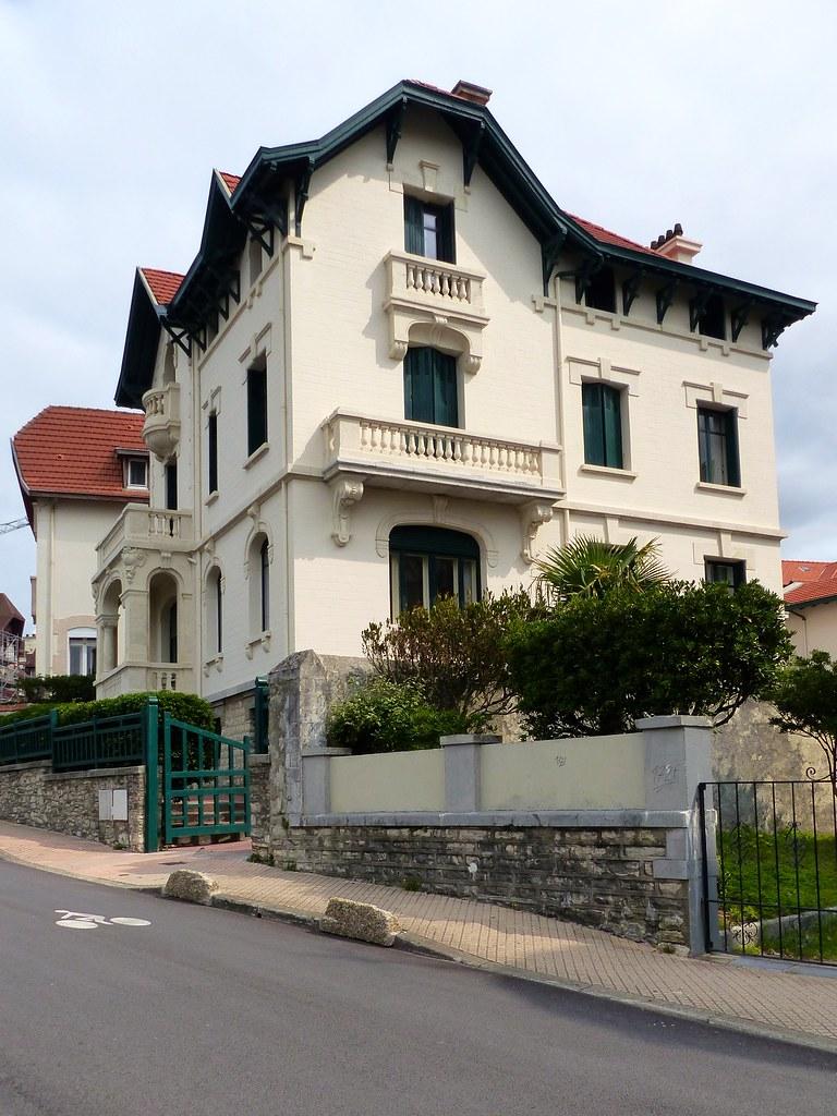 Port des p cheurs pyr n es atlantiques france tripcarta - Hotel de la plage biarritz 3 esplanade du port vieux ...